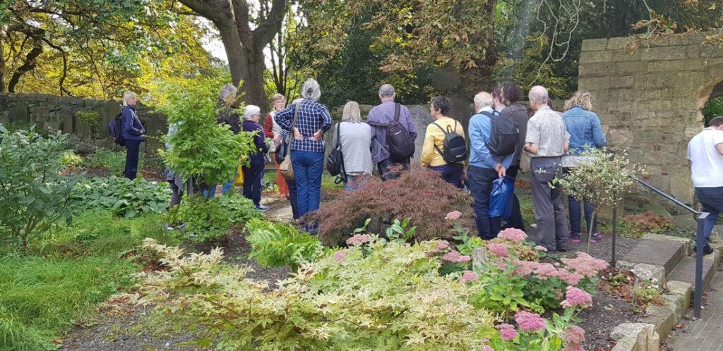 A tour of St Olave's churchyard